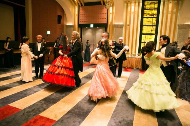 """憧れの舞踏会にお金を払えば行けるチャンス到来! プリンセス気分を味わえそうな社交パーティー「""""美しく青き""""夜会」が開催されるよ"""