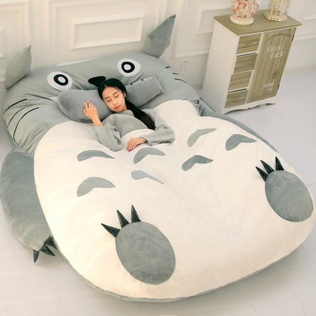 【怪しさMAX】中国の通販サイトでトトロの巨大ベッドを発見!! でもこれ、いろいろ気になる点があるんです