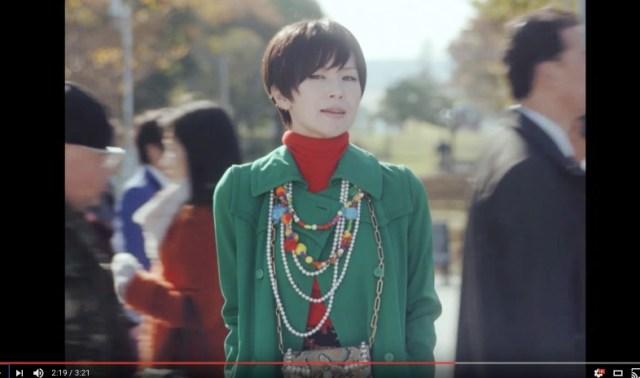椎名林檎のセルフカバー楽曲『人生は夢だらけ』のMVが良すぎて泣く! 着ているコートは母親から譲り受けたビンテージなんだって