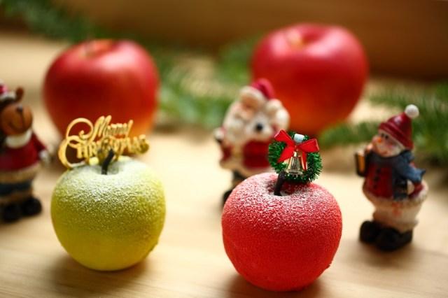 本物のりんごみたいな超絶かわいいクリスマスケーキを発見! 粉雪をまとったまんまるフォルムがいとおしい……