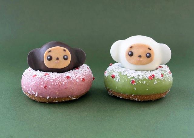か、かわいいい! ココナッツパウダーの雪が積もってる! ロシア生まれの「チェブラーシカ」がクリスマスドーナツになりました♪