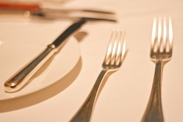 【素朴な疑問】レストランで「ライス」が出てきたとき…「スプーン」「フォーク」「箸」のどれを使う?