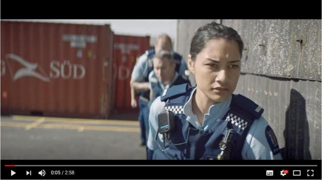 【こりゃオモロイ】ニュージーランド警察が作った「求人動画」が大人気! 70人以上の現役警察官&警察ネコが大活躍します