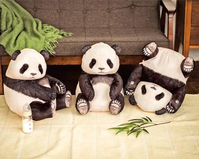 パンダの赤ちゃんを抱っこしたぁ~い!って夢が叶うクッション&クッションケースが登場したよ