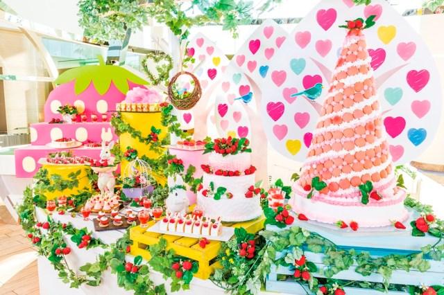 ヒルトン東京ベイでユメカワなデザートブッフェが始まるよ♪ おとぎ話のヒロイン気分も楽しめそうな「ストロベリー・フィールド」開催!