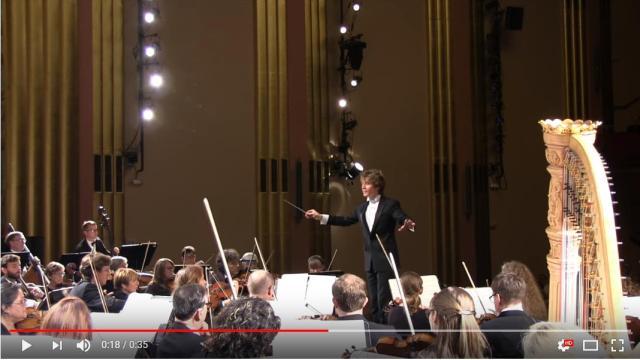 オーケストラ演奏中に女性の叫び声が響き渡る!! 転調のタイミングで打楽器が「ダンッ!!!」したからでした