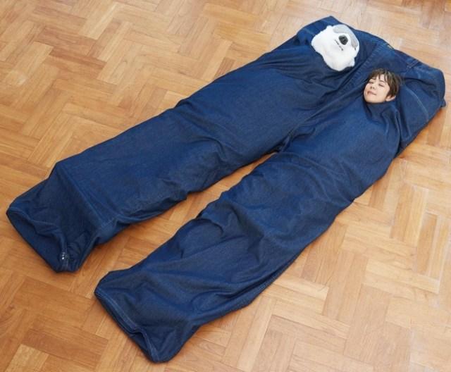 【またフェリシモか】でっかいズボン…と思いきや「2人で一緒に入れる寝袋」! 恋人と常に一緒にいられます♡