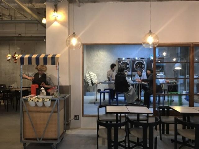 喫茶店とコインランドリーが融合した「喫茶ランドリー」が両国にオープン! 最新式洗濯機に乾燥機、アイロンまで完備されてます