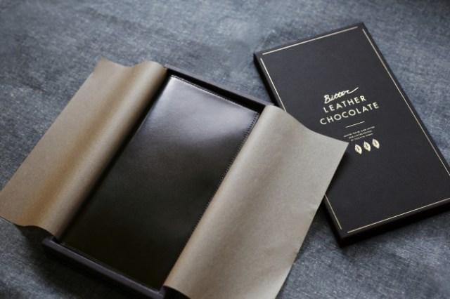 【バレンタインギフト】板チョコみたいな艷やかなブラウンが素敵♡ 土屋鞄製造所が作る「マスタートラベルケース」