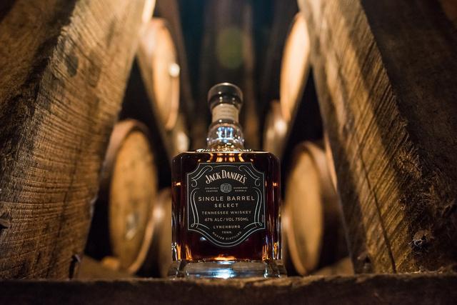 【完売間近】世界に1樽しかない超貴重なウイスキー「ジャックダニエルシングルバレル」! キャラメルやバニラの余韻が残る個性的な味わいらしい