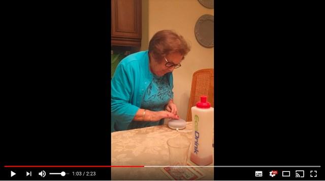 【塩対応】おばあちゃんがGoogle Homeに必死に話しかけるものの…全く伝わりませんでした