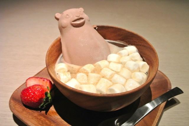 【超新感覚】溶けないアイスのアフォガードを食べてみた! くまモンがお風呂に入っているみたいで可愛いです