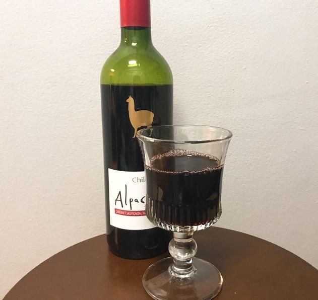 【私の晩酌】安いのにウマイと話題「アルパカワイン」の赤カベルネ・メルローを飲んでみた / お好み焼きや焼きそばなどソース系と相性抜群だよ★