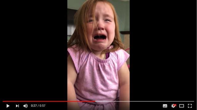少女の涙の理由は「ワッフルが夢にまで出てくる」こと! 朝も夜もワッフルを食べすぎてしまったようです