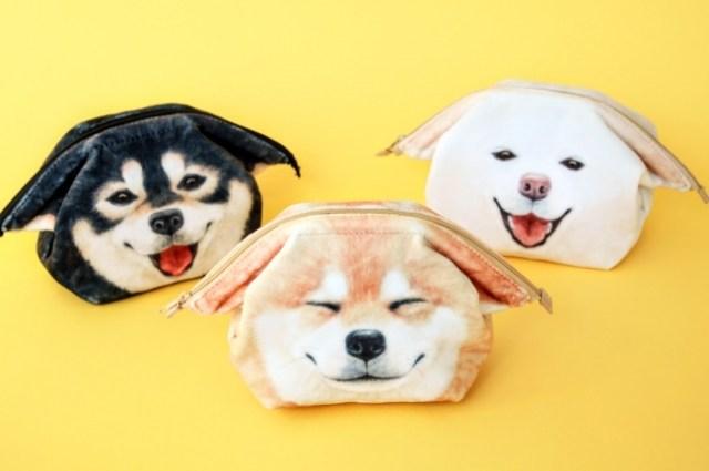 """柴犬の嬉しそうな表情と """"ヒコーキ耳"""" に萌えまくり! 撫でくりまわしたくなる「柴犬ポーチ」"""