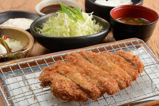 受験生なら無料でトンカツが食べられる! 大阪の老舗とんかつ店の粋なはからいにグッとくる