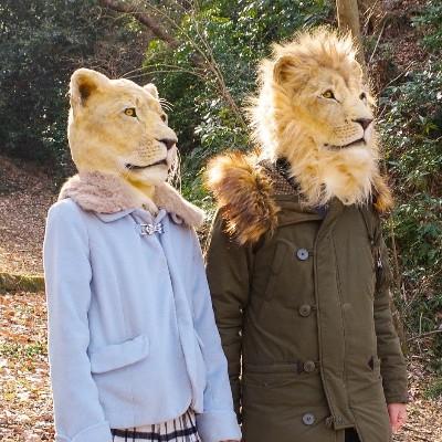 """目があった瞬間 """"獲物の気分"""" も味わえちゃう「リアルすぎるライオンの被り物」がスゴイ! ハシビロコウ・オオカミもあります★"""