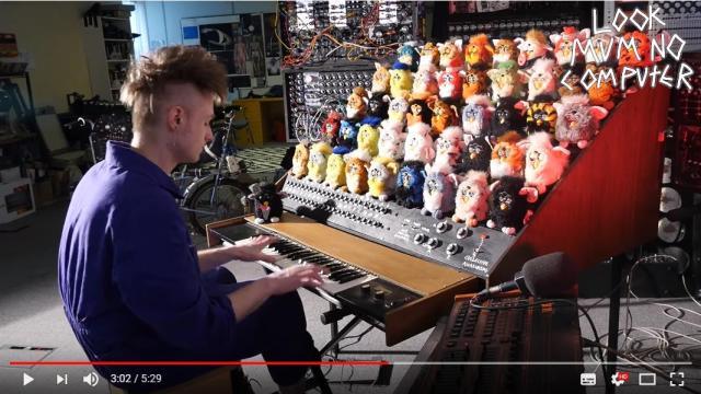 44体のファービー人形が一斉に歌い出す! 謎楽器「ファービーオルガン」がうるさくてかわいい