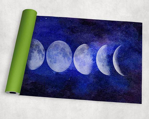 【神秘的】瞑想がはかどりそうなヨガマットを見つけたよ♡ 月や宇宙とつながれそうなデザインで心もおだやかに
