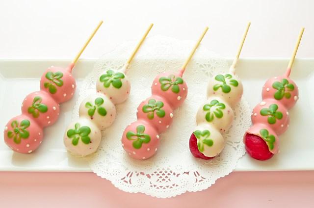 見た目も味も苺たっぷりな「苺だんご」がきゃわゆい♡ 苺、チョコ、もっちりお団子と乙女の好きなものが詰まってます!