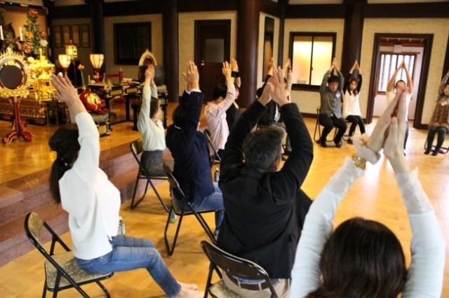 お寺が会場の婚活イベント「悟り婚」って知ってる? みんなでヨガをして自分自身と向き合うと…運命の相手と出逢える!?