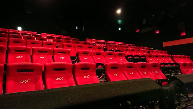 【知っ得】4D映画は普通の映画と違って心の準備がいるのです! 「飲み物をぶちまける」「水しぶきの勢いがエグイ」「トイレに立ちにくい」など
