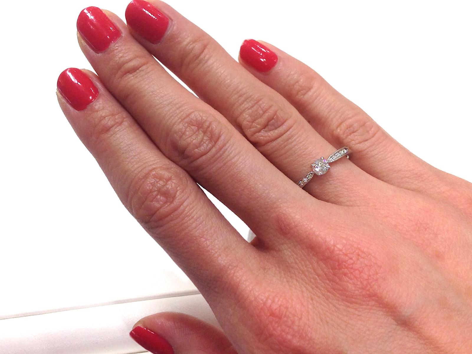 指輪 右手 の 人差し指