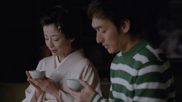 草彅剛、宮沢りえ、本木雅弘が共演する「伊右衛門」新CMが感慨深い件 / 「大変ですよね、生きるって。傷つけたり、傷ついたり」