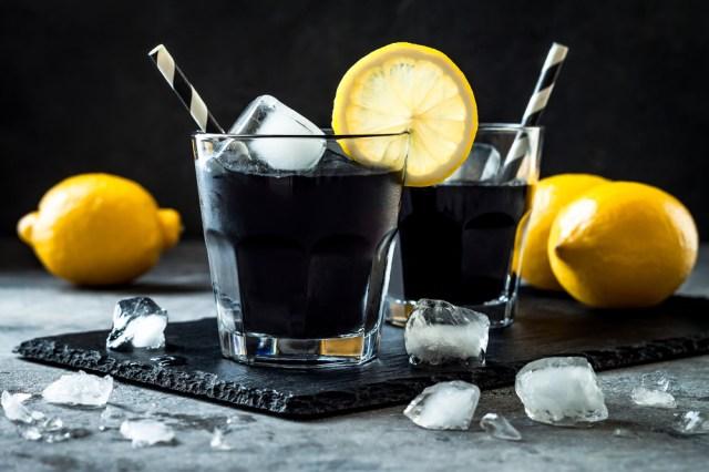 真っ黒い…けどレモネードなんです!! ニューヨークで人気のデトックスジュース「チャコールドリンク」って知ってる?