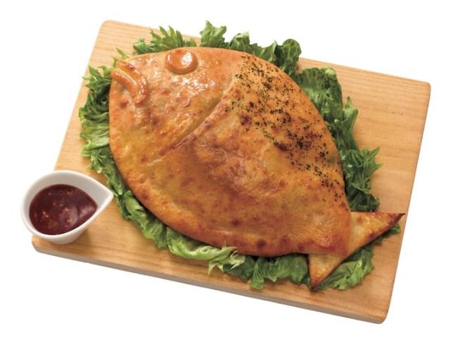 コレ、ピザです! ピザ界の革命児アオキーズ・ピザが「およげ!! さばピザくん」を発売 / 鯖の干物が包まれています♪