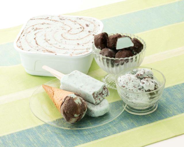 チョコミン党はシャトレーゼに注目! コーンとアイスボール2種類の「チョコミントアイス」を発売して5種類のラインナップから選べるようになったよー☆