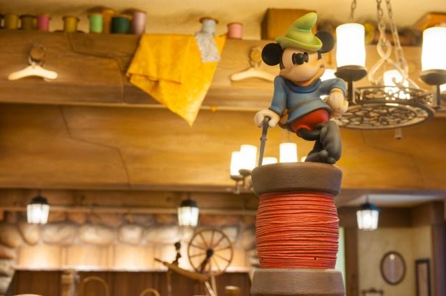 """【知っ得】東京ディズニーランドに「ベビー&幼児グッズのお店」が登場! ディズニーキャラになりきれる """"おくるみ"""" が可愛すぎてツライです"""