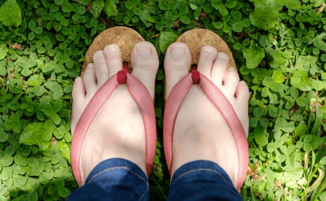 夏は涼しく、冬は温かい「コルク」を使った「WA-GETA(和下駄)」が画期的 / 履き心地だけじゃなく脱臭効果もあるのです