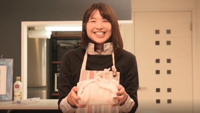 【母の日】娘がお母さんに「手作り弁当」をサプライズした動画が泣ける! お母さんのお弁当は自然と娘に引き継がれるんだね…
