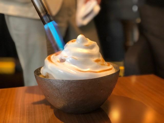 """【穴場カフェ】不思議な """"炙りかき氷"""" が食べられる! 青山のLEXUSカフェは豪華だけどお手頃に超本格スイーツが味わえちゃいます"""