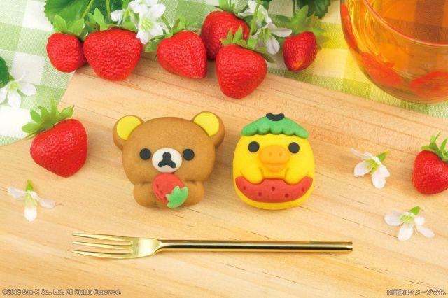 【祝15周年】「リラックマ」がイチゴ味の和生菓子になって登場! お手てにはイチゴが握られていて悶絶しちゃいます