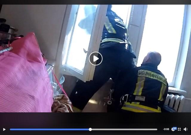 【生と死を分けた13秒】飛び降り自殺しようとした女性を消防士がキャッチ!! その瞬間を捉えた映像に考えさせられます