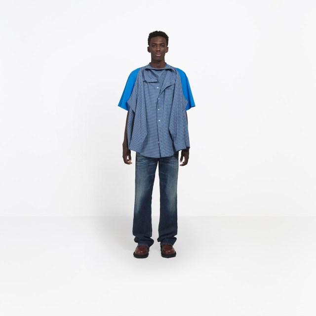 【16万円】「Tシャツにシャツをくっつけた」服がバレンシアガから登場しネット民困惑! 自作する人も出てきた模様です
