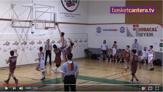 【ハンパないって!!】12歳で身長200cm超えの少年がバスケ試合に参加した様子がスゴすぎる…相手チームも戦意喪失しちゃってます
