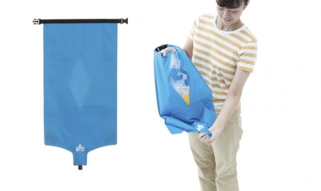 【コレ便利】キャンプやフェスで手軽に洗濯できる! 衣類・水・洗剤を入れて上下左右に振るだけの「洗濯袋」が超優秀です