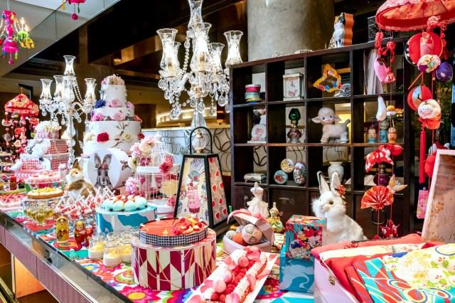 """【ヒルトン東京】テーマは""""大正時代のお嬢様のお部屋""""♡ レトロ可愛い空間で30種以上のデザート&軽食ブッフェをどうぞ"""