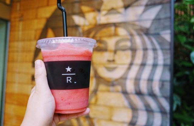 【スタバ8店舗限定】今だけ楽しめる「スイカラズベリースクイーズ」はおもいっきりスイカ! 夏休みに飲みたいノスタルジックな味わいです
