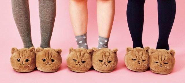 SNSの人気猫「ふーちゃん」がモフモフのスリッパになっちゃった! 「ぺそーん」「ジト目」「きゅるん」な表情がそのまま再現されています