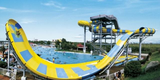 19種類のプールが楽しめる千葉「蓮沼ウォーターガーデン」へGO★ 巨大ウォータースライダーや水上アスレチックで大人も子供も遊べます