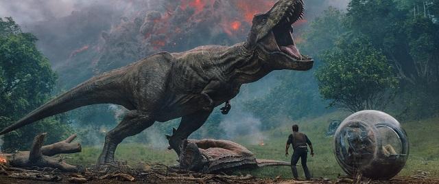 映画『ジュラシック・ワールド/炎の王国』を4DXと2Dで見比べてみた! 4DXなら恐竜の足音や追いかけられる臨場感を体験できます