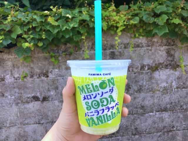 【待ってました!!】ファミマフラッペの新作「メロンソーダバニラ」は暑い夏に最高ドリンク♪ メロンソーダとアイスのバランスが絶妙です