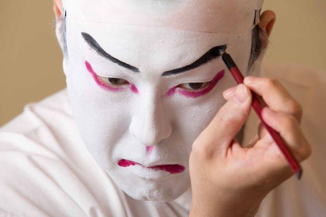 歌舞伎独自の化粧法「くまどり」の見学会がおもしろそう! 台詞や所作の体験のほか、1名限定でくまどりをしてもらえるんだって