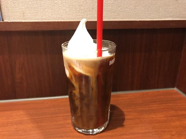 【ドトール裏技】一部店舗限定で「ソフトクリーム」をドリンクにトッピングすることができるのです! 7月3日は #ソフトクリームの日