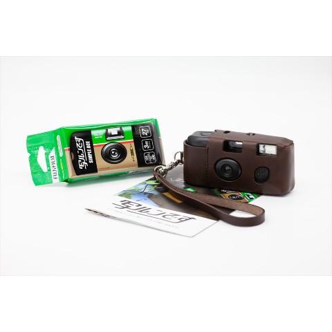 おったまげ〜! 「写ルンです」専用ケースが高級すぎてカメラよりも7倍高い件 / 原価無視のイタリア製の牛革を使っています