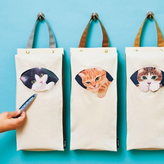 子猫に見つめられる幸せをキッチンに♡ フェリシモの「いたずらっ子がのぞく 猫のレジ袋ストッカー」はレジ袋をすっきり収納できちゃうよ